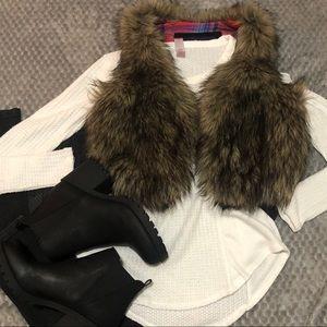 American eagle faux fur cropped vest sz sm euc